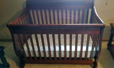Red Cherry Wood Crib Will Deliver For Free! /MADERA SOLIDA DE CEREZA ROJA ENTREGA GRATIS A TU CASA
