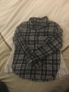 Adorable flannel- perfect for fall