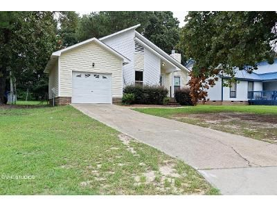3 Bed 2 Bath Foreclosure Property in Fayetteville, NC 28314 - Worstead Dr