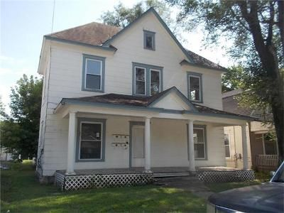 2 Bed 3.0 Bath Foreclosure Property in Excelsior Springs, MO 64024 - Benton Ave