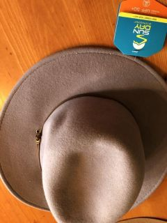 NWT 100% wool woman s hat. One size. Rep sample. Ppu