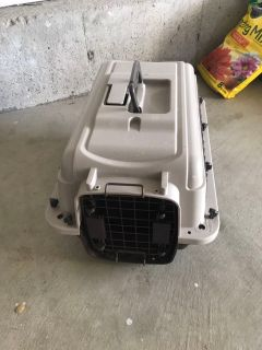 Cat carrier (only used a couple of times)