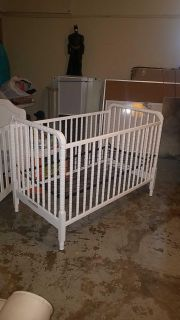 White crib adjustable height