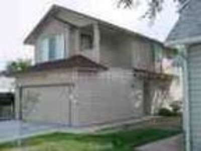 Beautiful 2 BR Townhouse Close To Bsu Must