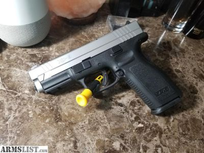 For Sale: Springfield XD 9 (Bi-Tone), 4 mags and ammo.