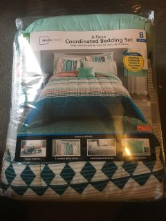 Brand New Queen Sz 8 pc Coordinated Bedding Set see description for list