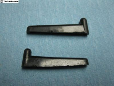 111955467 pair retaining pins for washer tank