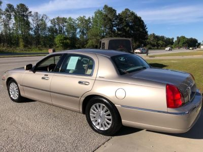 2003 Lincoln Town Car Signature (Gold)