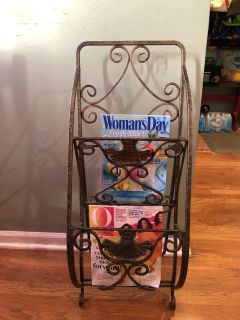 Decorative heavy metal magazine holder, can change height of it in back ...euc and super cute, could even be painted!
