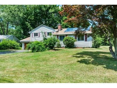 3 Bed 1.5 Bath Foreclosure Property in Newington, CT 06111 - Stafford Ave