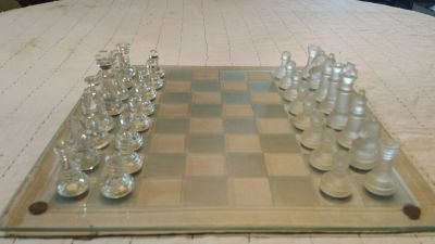 CHESS SET Frosted and etched glass