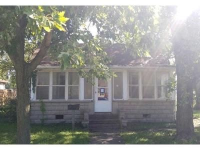 3 Bed 1 Bath Foreclosure Property in Du Quoin, IL 62832 - S Walnut St