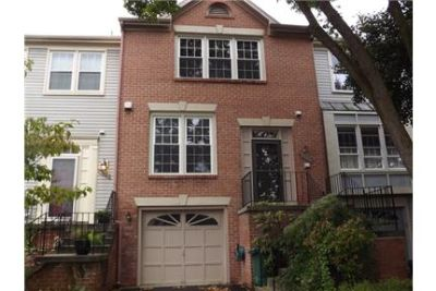 Lovely Brick Front Townhouse in Leesburg