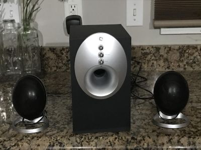 GE Duel Speakers with Subwoofer