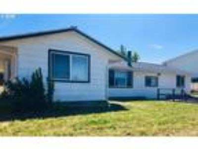 Goldendale Real Estate Home for Sale. $175,000 4bd/Two BA. - Jodi Bellamy of