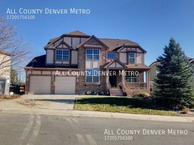 Fantastic Home in Lakewood with Mountain Views!