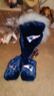 New England patriots hat and mittens
