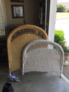 Two sets wicker twin beds - PPU