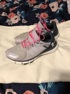 Under Armour women s sneakers size 9
