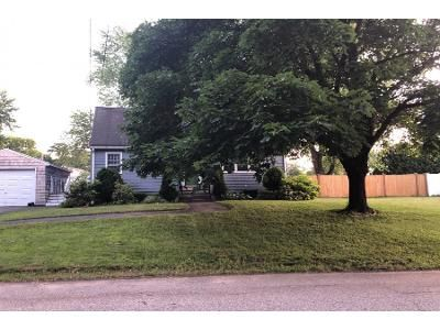 4 Bed 2 Bath Preforeclosure Property in Groveland, MA 01834 - Parker Rd