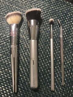 iT Makeup Brushes
