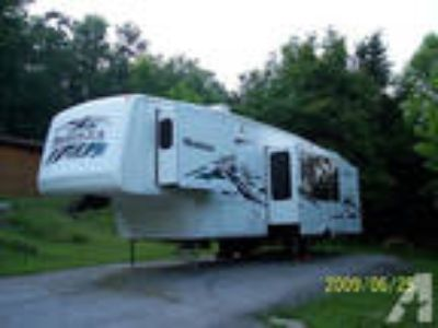 2004 Montana fifth wheel camper -