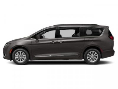 2019 Chrysler Town & Country Touring (Granite Crystal Metallic Clearcoat)