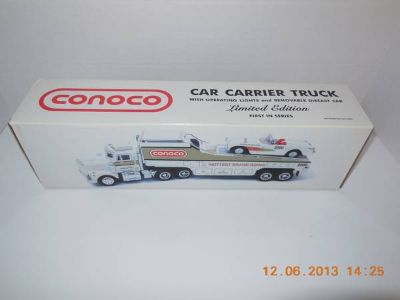 CONOCO CAR CARRIER TRUCK WITH WORKING LIGHTS  DIE CAST CAR LIMITED ED