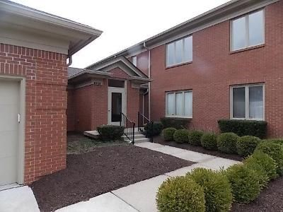 3 Bed 2.5 Bath Foreclosure Property in Indianapolis, IN 46220 - Meridian Pkwy Apt D