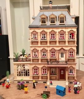 Playmobil 5300 Victorian Mansion - FULLY FURNISHED WITH FIGURES & ACCESSORIES!!