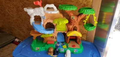 Fisher-Price Little People Zoo. Talks & makes sounds! Learn your animals