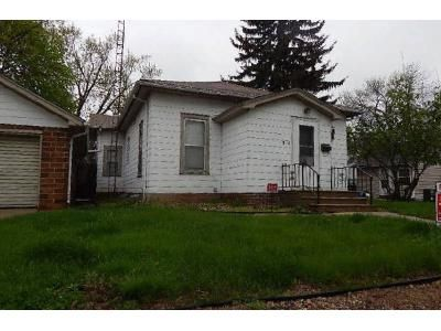 2 Bed 1 Bath Foreclosure Property in Mason City, IA 50401 - 8th St SE