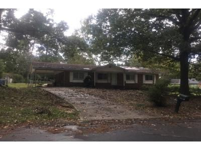 3 Bed 1.5 Bath Preforeclosure Property in Fayetteville, NC 28306 - Dominion Rd