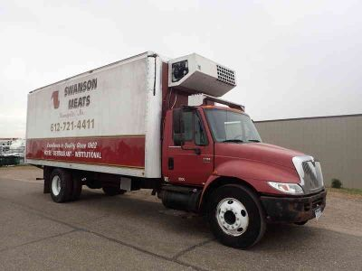 2002 International 4300 Thermo King Reefer