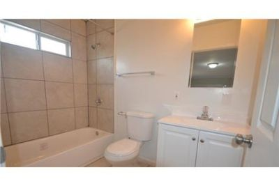 3 bedrooms Apartment - Features include hardwood flooring.