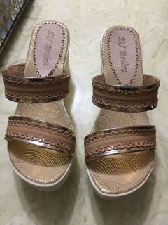 New sandals size 7