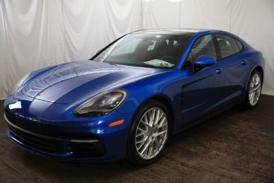 2018 Porsche Panamera Base (Sapphire Blue Metallic)