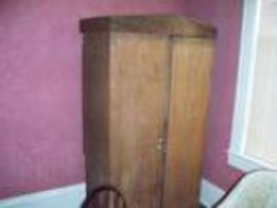 Antique solid Walnut Primitive Wardrobe (Tuscumbia AL)