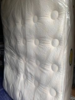 Mattress is Used- Queen Size Simmons Beautyrest Kennedy Plush Pillowtop with Box Spring- Price is Firm