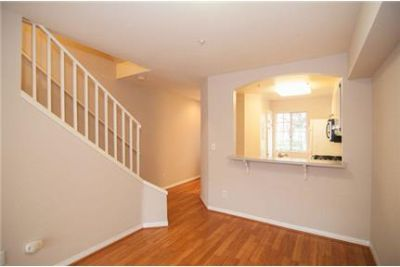 Awesome 3 Bedroom Townhouse in. Single Car Garage!