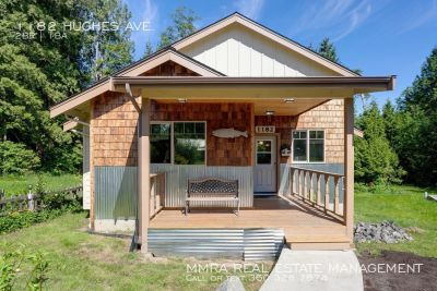 Brand New Cottage Packed with Charm Within Walking Distance of the Beach