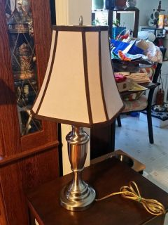 Tabletop 3 way lamp with lampshade