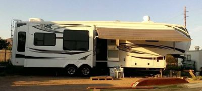 By Owner! 2013 40ft. Keystone Alpine 3555RL w/4 slides