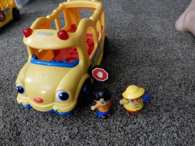 Little People bus with 2 kids lights & sounds works ! good condition
