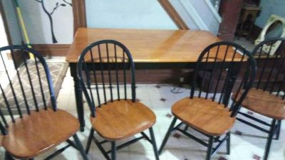 Table ave 4 chairs