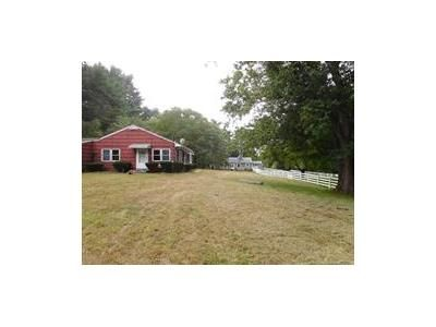 2 Bed 1 Bath Foreclosure Property in Middleboro, MA 02346 - Old Center St