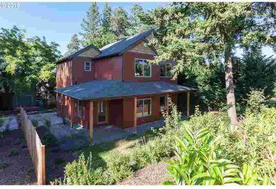 2165 Salmon Ln Hood River, This 1999SF 2 story craftsman