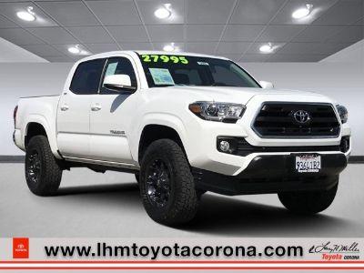2016 Toyota Tacoma SR5 (Super White)