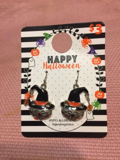 New smiling cat in witch hat earrings