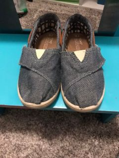 Toms slip ons size 9